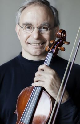 Photo of violinist Philip Stolfzfus